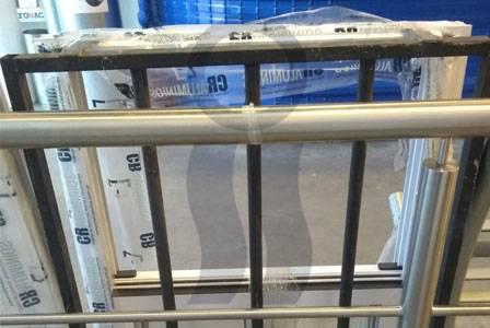 Ventana aluminio con reja y mosquitero
